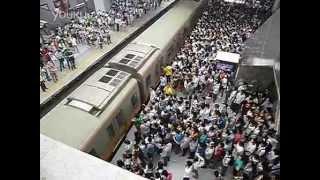 Beijing Subway Rush Hour - This Is Horrifying