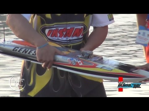 bu Nasser Driving his Modified RC Boat GENESIS - 111km/h - Kuwait RC Boats Race