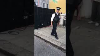 Download Lagu NOTTING HILL CARNIVAL 2017 POLICE OFFICER DANCING Mp3