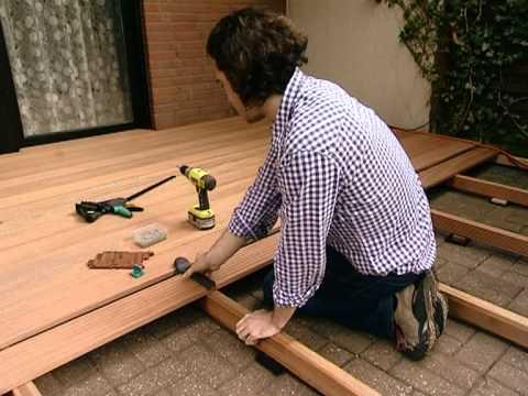 Montare un pavimento in legno video guida bricoliamo - Pavimento in legno per giardino ...