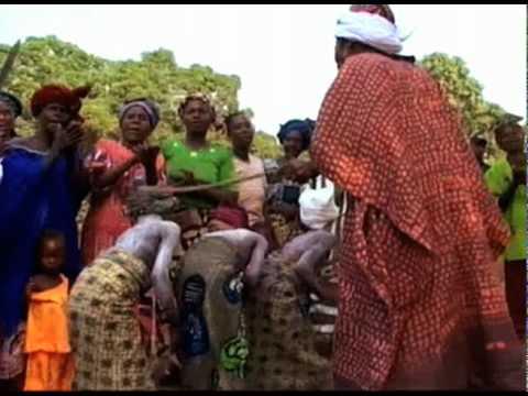 Razor's Edge: The Controversy of Female Genital Mutilation (видео)