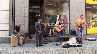 Video Kristýna Lištiaková & band: busking u Ty Identity