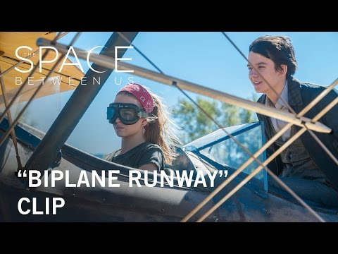 The Space Between Us (Clip 'Biplane Runway')