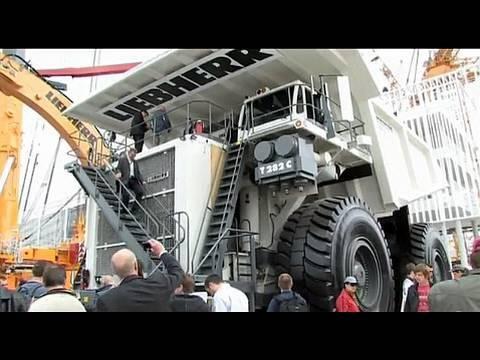 bauma 2010: Haushohe Maschinen mit mannshohen Reifen