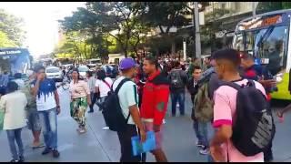 Grupo manifesta contra as ações adotadas pela Prefeitura de BH em proibir a comercialização de produtos pelos ambulantes. Imagebs: Paulo Filgueiras: EM/DA Press