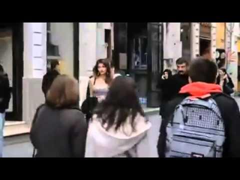 İstanbul'da Kalçasına Kamera Takıp Dolaşan Kızlar