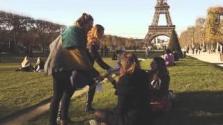 VIDEO: Bloemen voor Parijs