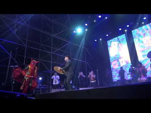 Banda Conmoción – El Chulla Quiteño + El Casorio