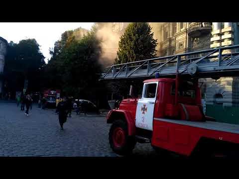 В Одесі горить Будинок Руссова