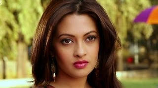 Riya Sen's gesture to the director - Zindagi 50 50