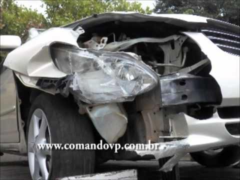 Bandido foge da PM colide carro roubado, mas vai para o xadrez