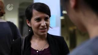 Nevin sucht eine Arbeit. Sie ist bei der Agentur für Arbeit. Findet sie eine Arbeitsstelle? Auf http://www.goethe.de/mwnd finden Sie Übungen zu dieser Folge und ...