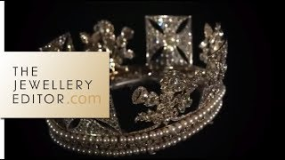 Video Buckingham Palace exclusive: the Queens jewellery show MP3, 3GP, MP4, WEBM, AVI, FLV April 2018