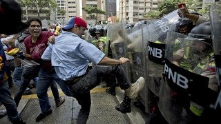 Egy liter kóláért 2700 liter benzin – Teljes a káosz Venezuelában