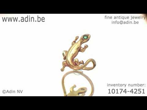 Cute late Victorian, early Art Nouveau animalistic gold lizard ring with emerald (10174-4251)