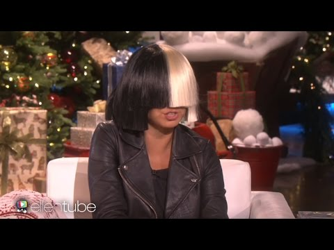 Video Sia Takes Off Her Wig For Ellen & Performs