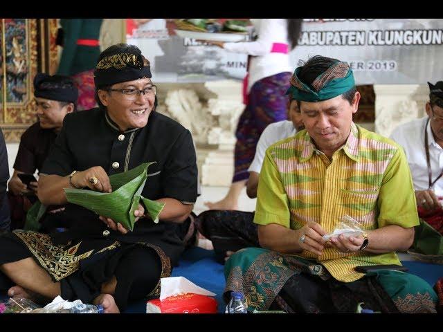 Bupati-Badung-I-Nyoman-Giri-Prasta-menyerahkan-bantuan-bedah-rumah-kepada-Kabupaten-Klungkung.html