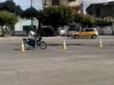 Prova prática de moto em Simões Fliho