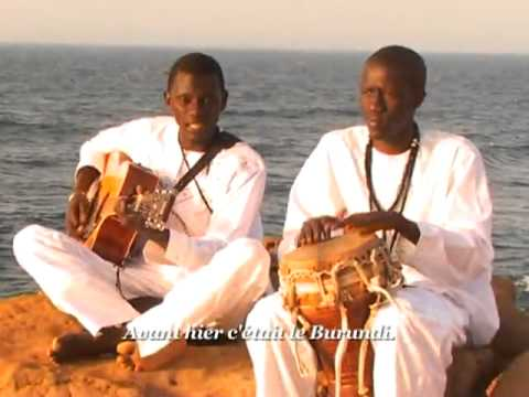throbule - The young master singer of Senegal strikes again - A truly magnificent voice and a stunning video! --------------- Le jeune matre chanteur du Sngal nous a...
