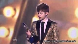 Download Lagu Justin Bieber Kisses Selena Gomez Teen Choice Awards 2011 Mp3