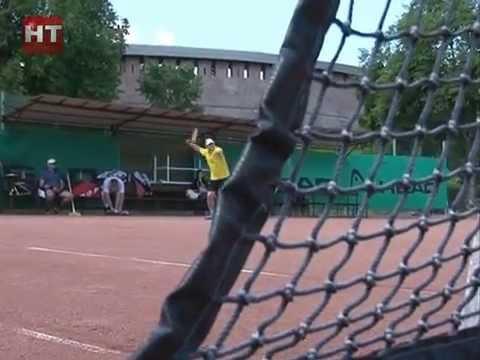 В минувшие выходные ветераны тенниса сражались за кубок Новгородской области