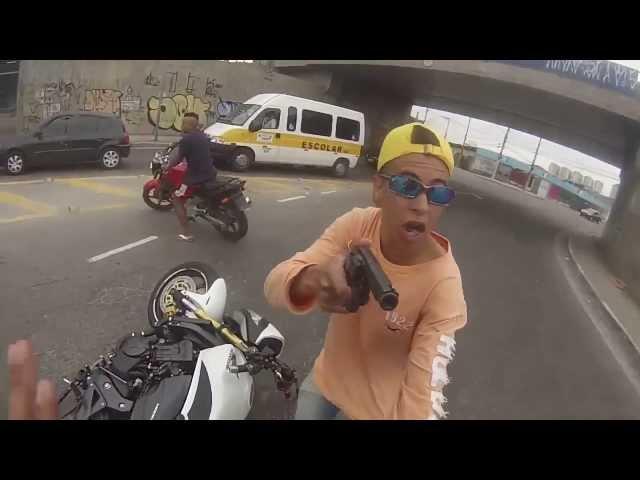 Cướp xe trắng trợn giữa đường phố Sao Paolo bị police cho 2 phát súng, RIP