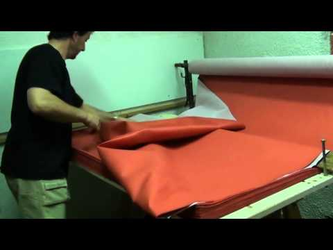 Déguisement de chevalier : 1 - Dérouler la bonne quantité de tissu