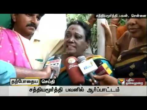 Yasodha-resorting-to-a-protest-demanding-replacement-of-Sriperumbudur-constituency