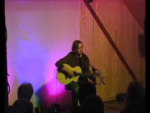 erstaunliche Lieder über das Warten, das Landleben und Facebook-Peter von Liedermacher Thomas Koppe