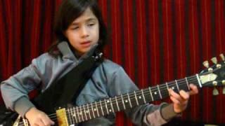Musique : Lucciano Pizzichini joue du blues à la guitare