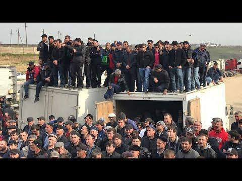 К протестующим дагестанским дальнобойщикам приехал лидер Объединения перевозчиков России Андрей Бажутин