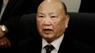 Gen. Vang Pao blesses new business Zos Hmoob