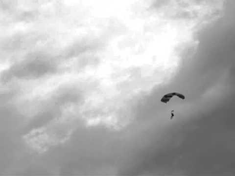 Paraquedista Ozeias de Souza de Primavera do Leste MT Salta em Campo Grande.MPG