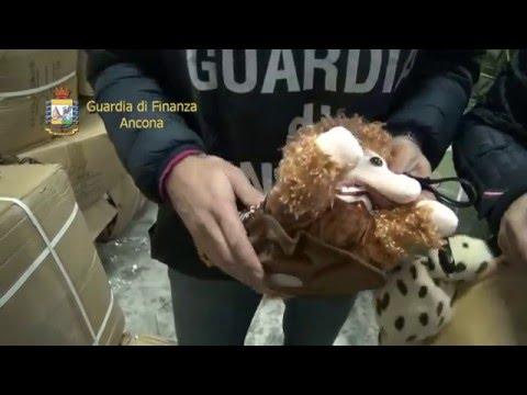 Giocattoli e abbigliamento con griffe false in arrivo dalla Grecia VIDEO
