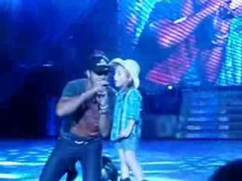 someoneelse - Luke Bryan is joined by a 6 year old girl on stage to sing