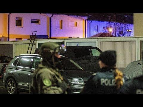 Για ξενοφοβικό έγκλημα μιλούν οι αρχές – Μέρκελ: «Ο ρατσισμός είναι ένα δηλητήριο»…