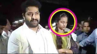 Video VIDEO : Jr NTR Visits Tirumala - NTR Wife Laxmi Pranathi In Tirupati - Jai Lava Kusa Movie MP3, 3GP, MP4, WEBM, AVI, FLV Maret 2019