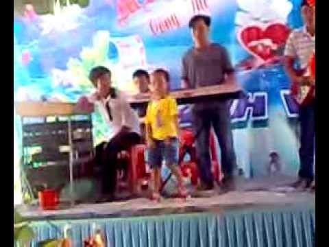 Bé 3 tuổi nhảy nhạc sàn cực đỉnh