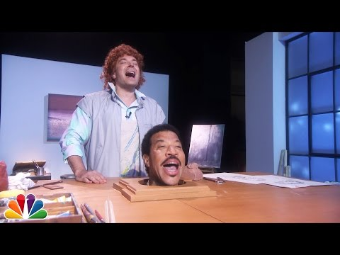 "Jimmy Fallon Sings ""Hello"" With Lionel Richie's Head"