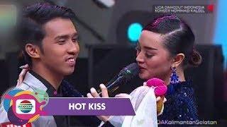 Kemesraan Zaskia Gotik dan Duta Dangdut Kalimantan Selatan - Hot Kiss