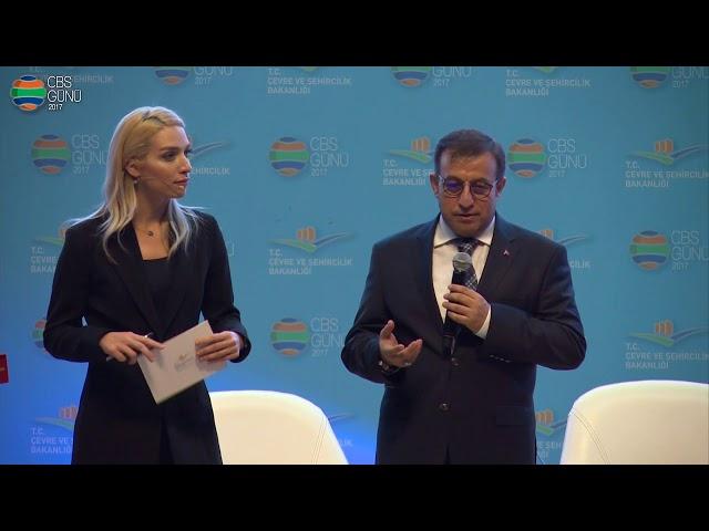1. Panel Panel Başkanı Refik Tuzcuoğlu'na Plaketi taktimi (30 Kasım 2017)
