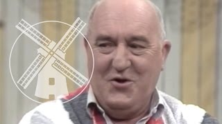 Video Goeie Buren - 10 Kluchten met Piet Bambergen MP3, 3GP, MP4, WEBM, AVI, FLV September 2019