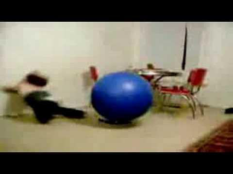 0 Cuidado cuando haces gimnasia con la pelota de aerobic