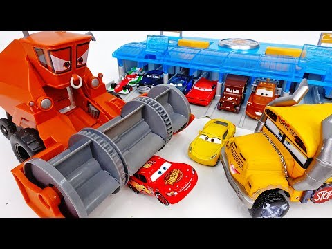 Frank Drank All The Water In The Pool~! Disney Cars Pool Party  - ToyMart TV