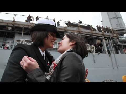 Navy first: Same-sex couple share first homecoming kiss