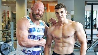 """Deine Brust ist schwach? Ich zeige Dir verschiedene Übungen für deine Brustmuskeln. Mehr Videos zum Thema Bodybuilding, Fitness & Kraftsport findet Ihr in meinem Kanal - Abo ►►► http://goo.gl/IuqdXFDie Bänder gibts hier ►►► http://amzn.to/2uBSjES ✔Mein Water Whey Protein ►►► http://amzn.to/2iRV11Z ✔Mein Shake nach dem Training ►►► http://amzn.to/2jGiZku ✔Mein Omega3 Fischöl ►►► http://amzn.to/2jTItZs ✔Meine Funktions Hosen ►►► http://amzn.to/2k7WGBp ✔5 HTP ►►► http://amzn.to/2lPthxH ✔Vitamin D ►►► http://amzn.to/2lPpwIp ✔Magnesium Spezial ►►► http://amzn.to/2s12rsz ✔ Protein Riegel ►►► http://amzn.to/2r8jiK0 ✔Mein Video-Equipment:Premium Cam für beste Bilder ►►► http://amzn.to/2rnY9e2 ✔Vlogging Cam ►►► http://amzn.to/2qEwrbO✔Profi Microfon ►►► http://amzn.to/2r2ocYt ✔Personaltraining & Business ►►► http://goo.gl/I20D7B Meine T-Shirts ►►► http://goo.gl/2vgWzI Facebook ►►► http://goo.gl/y9sWriInstagram ►►► http://goo.gl/Mc5glD Meine Nahrungsergänzungen & Supps ►►► http://goo.gl/mKf5UuMeine ONLINE Tests ►►►https://www.cerascreen.de(10 % Rabatt mit CODE - JL10)   Meine Superfoods hier ►►► http://goo.gl/oJlvP3(5% Rabatt bei Koro mit Rabatt Code = johannes) Meine Lebensmittel von Fittaste ►►► http://goo.gl/VR8zLS(10% Rabatt mit Rabatt Code = johannes10)► Amazon Affiliate Links: Mit """"✔"""" markierte Links sind sogenannte Affiliate-Links. Durch einen Einkauf über diese Links werde ich mit einer Provision beteiligt. Für Euch entstehen dabei selbstverständlich keine Mehrkosten! Danke für Eure Unterstützung!"""