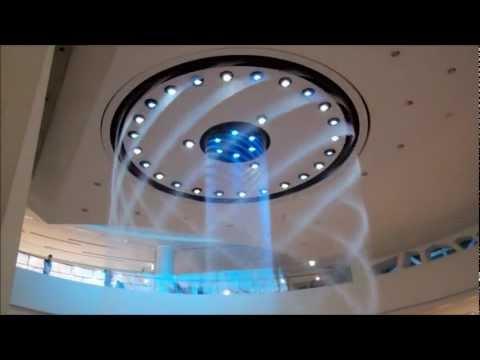 Вода фонтана Показать в Lotte Department Store в Пусане , Южная Корея