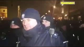 Szok! Policja napadła na ludzi za śpiewanie Hymnu Narodowego!