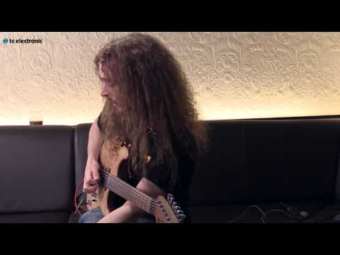 Guthrie Govan demos his