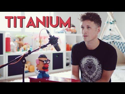 Isä soittaa poikansa lelupianolla Titanium coverin – Huikee veto